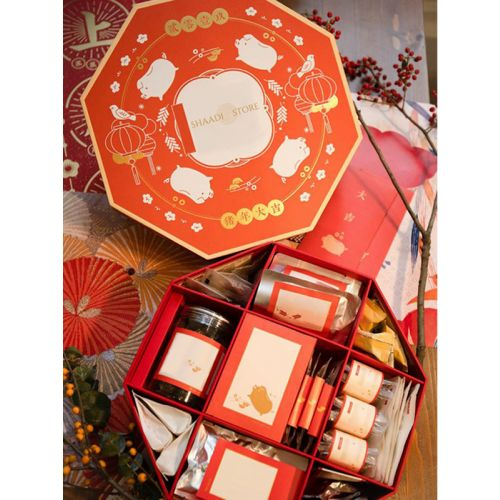 Red and white chinese themed box