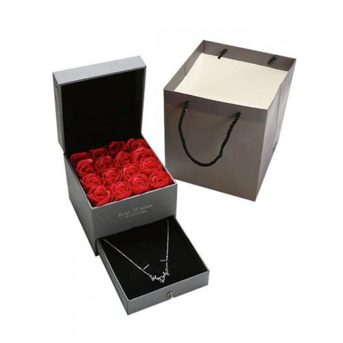 Everlasting roses and jewellery gift box